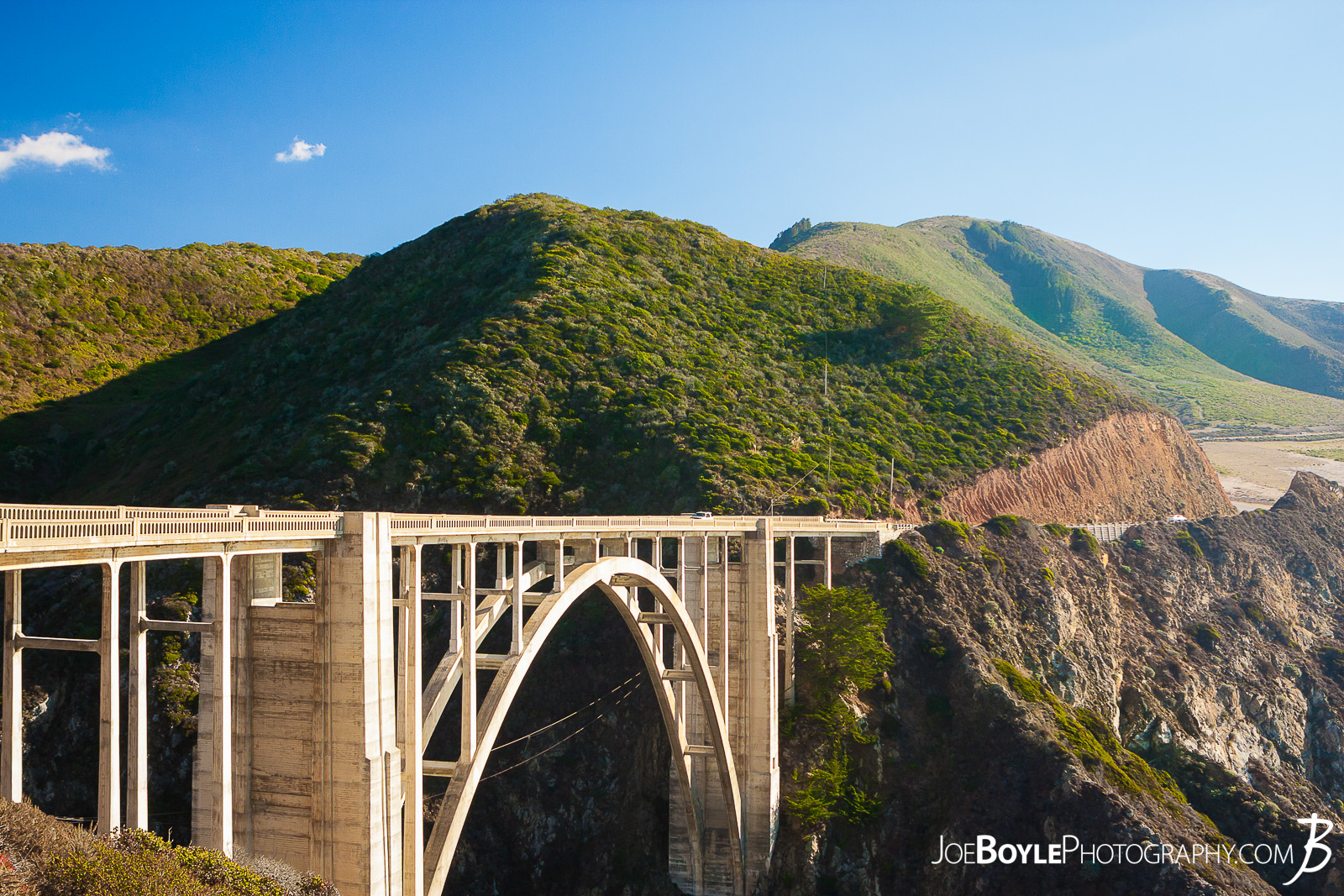 When I was traveling in California, visiting a few friends, we made sure that went down to see Big Sur. On the way we crossed the infamous and iconic Bixby Creek Bridge!