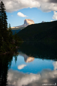 mountain-reflection-in-the-lake