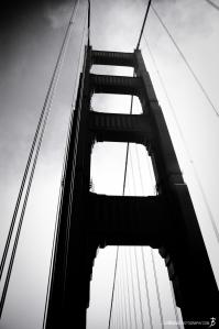 golden-gate-bridge-tower-black-white
