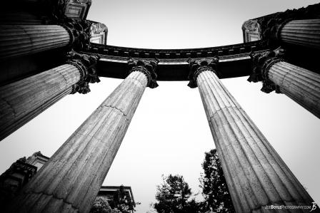 columns-within-the-palace-of-fine-arts-black-white