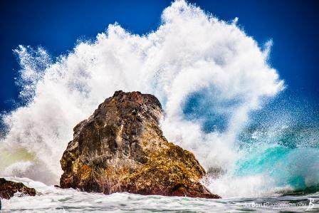 hawaii-ocean-wave-splashing-on-rock