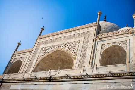 taj-mahal-looking-up-perspective