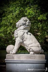 profile-of-lion-statue-on-lion\\\s-bridge