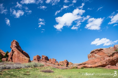 red-rocks-in-colorado-and-green-field-big-sky-landscape