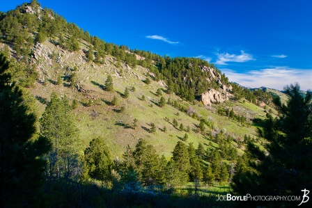 flat-irons-and-green-field-in-boulder-colorado-chautauqua-state-park