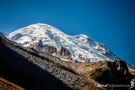 mount-rainier-with-rocks-near-panhandle-gap