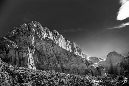 canyon-on-the-kolob-canyon-trail-black-white