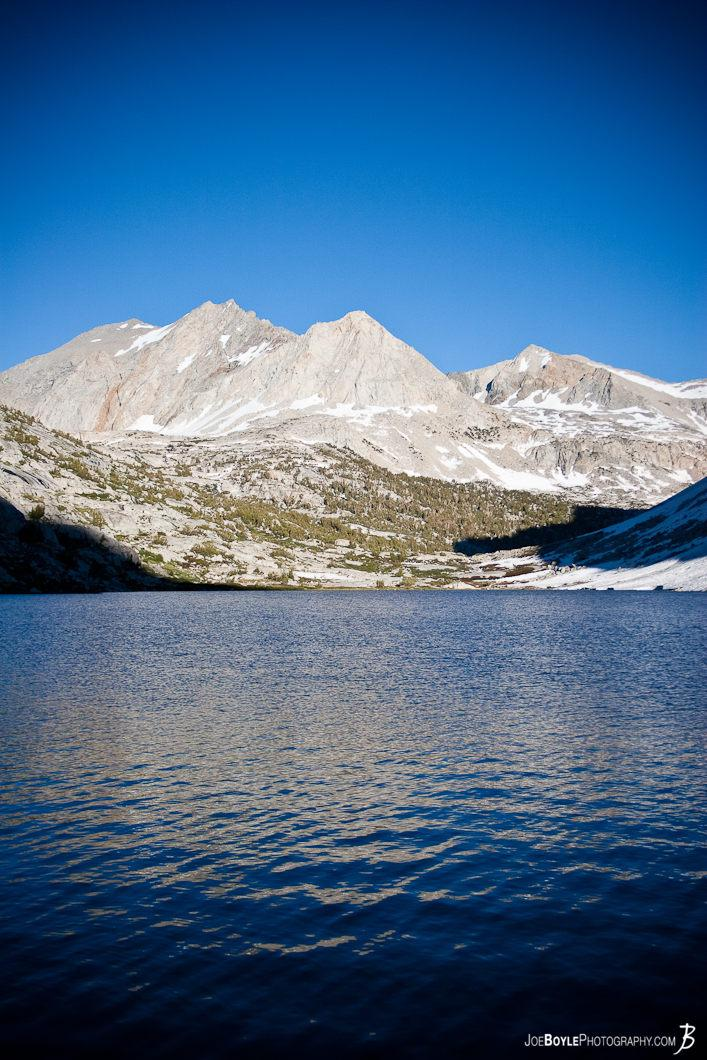 mountain-blue-lake-on-the-jmt