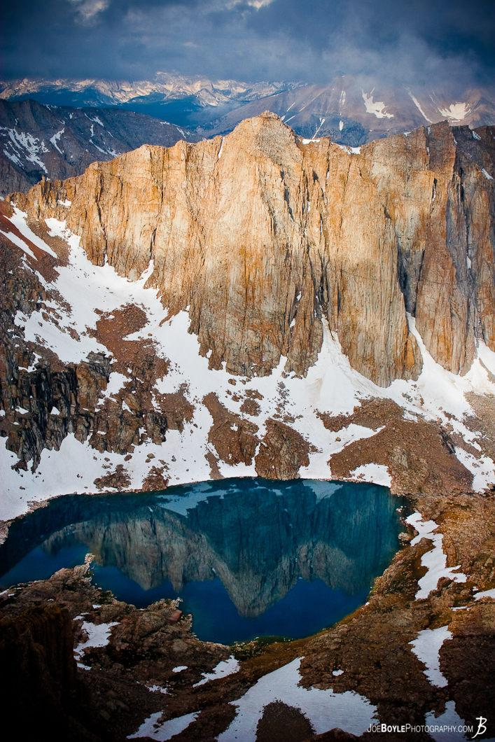 mountain-reflection-in-lake