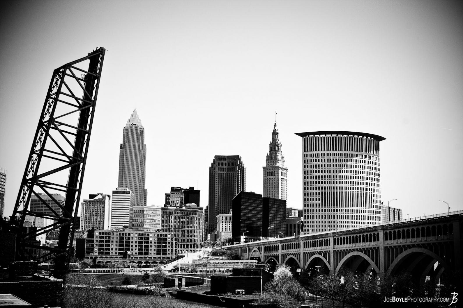 cleveland-skyline-with-veterans-memorial-bridge-black-white
