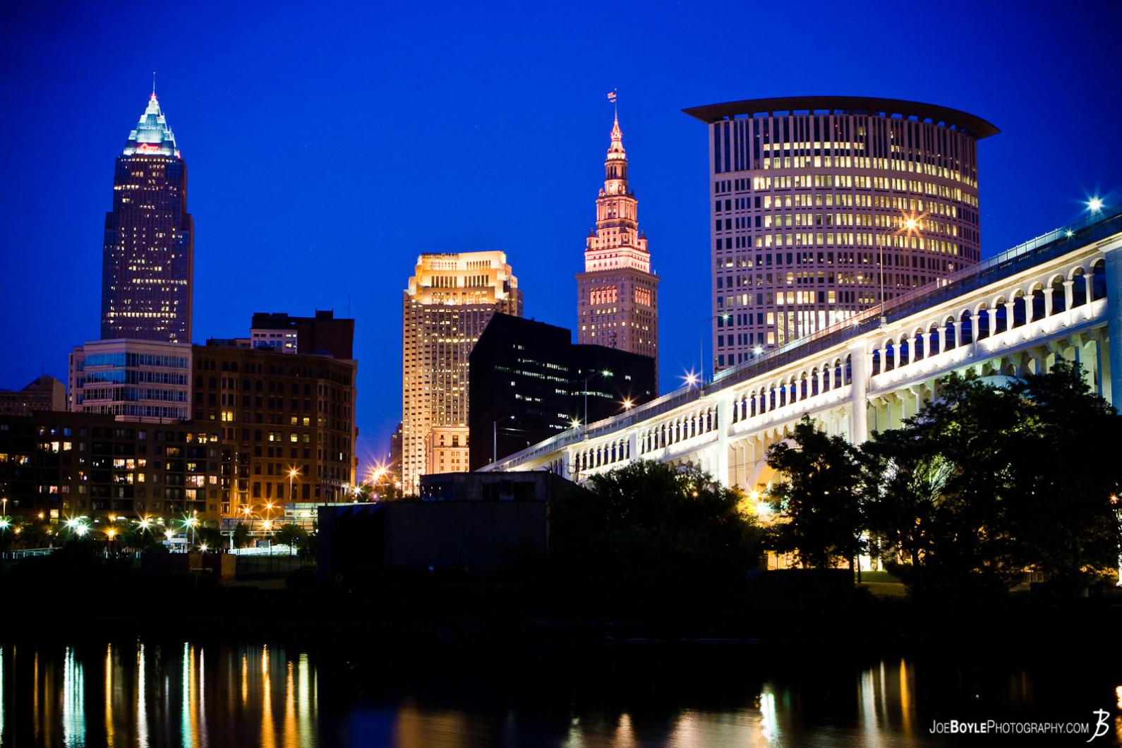 cleveland-skyline-at-night