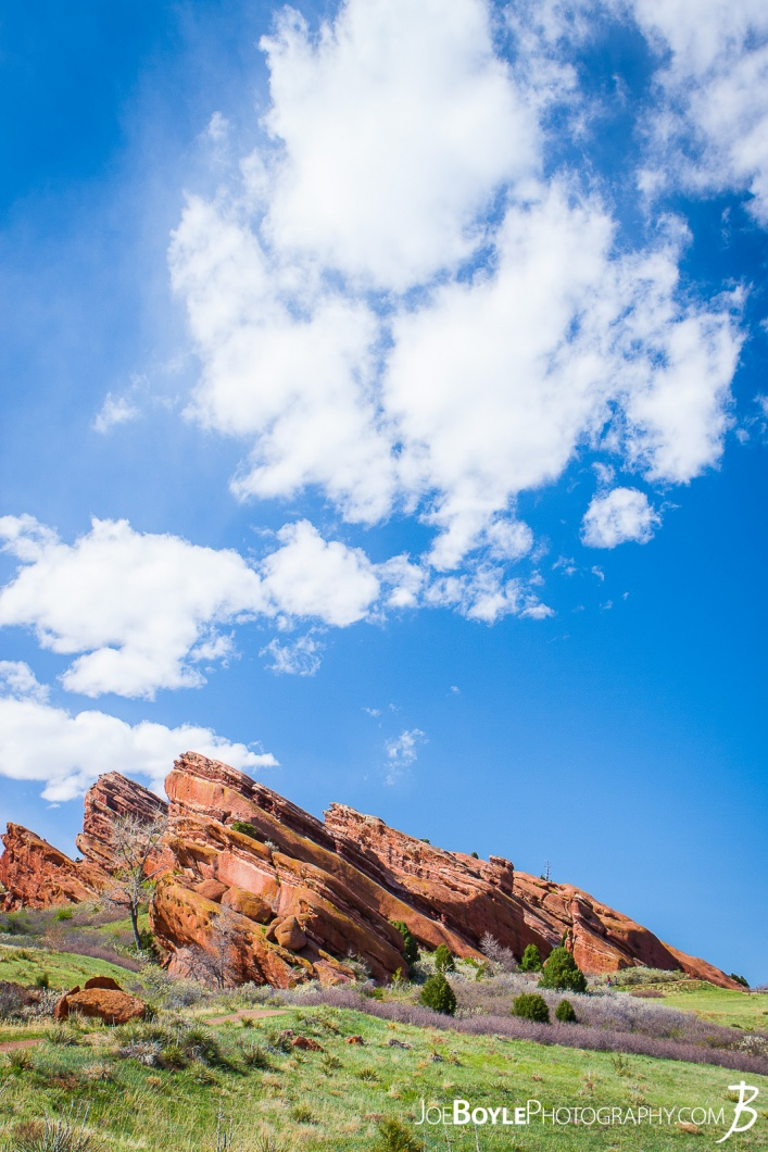 red-rocks-in-colorado-and-green-field-big-sky-portrait