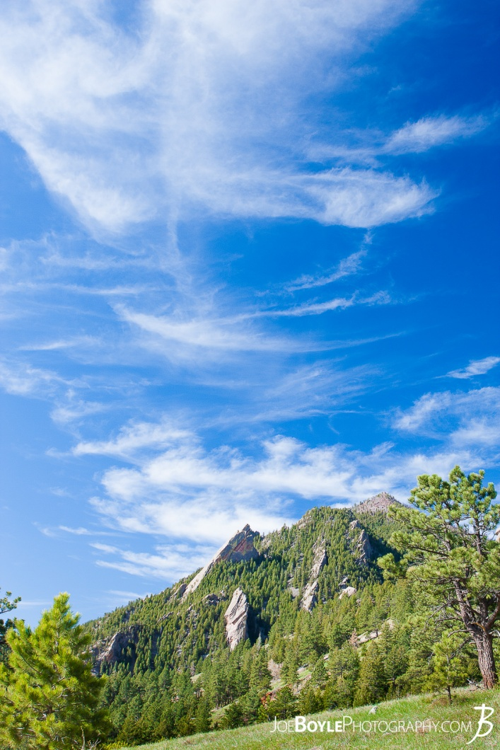 flat-irons-green-field-blue-sky-in-boulder-colorado-chautauqua-state-park