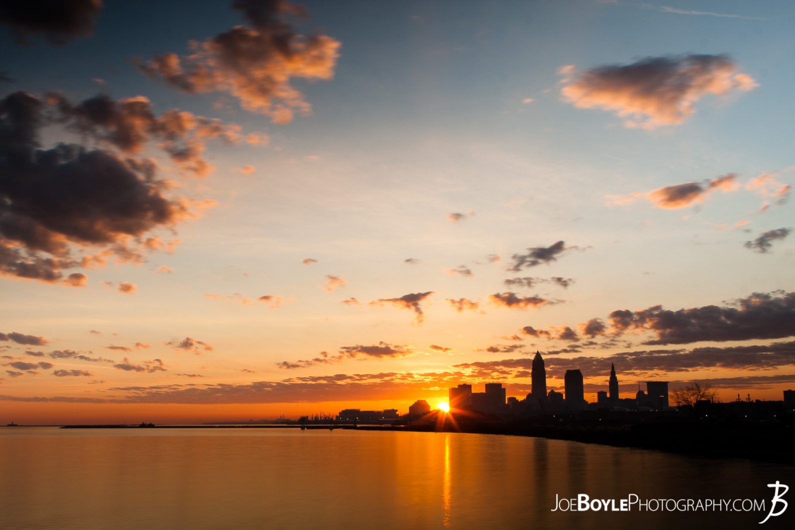 cleveland-sunrise-peeking-over-the-skyline