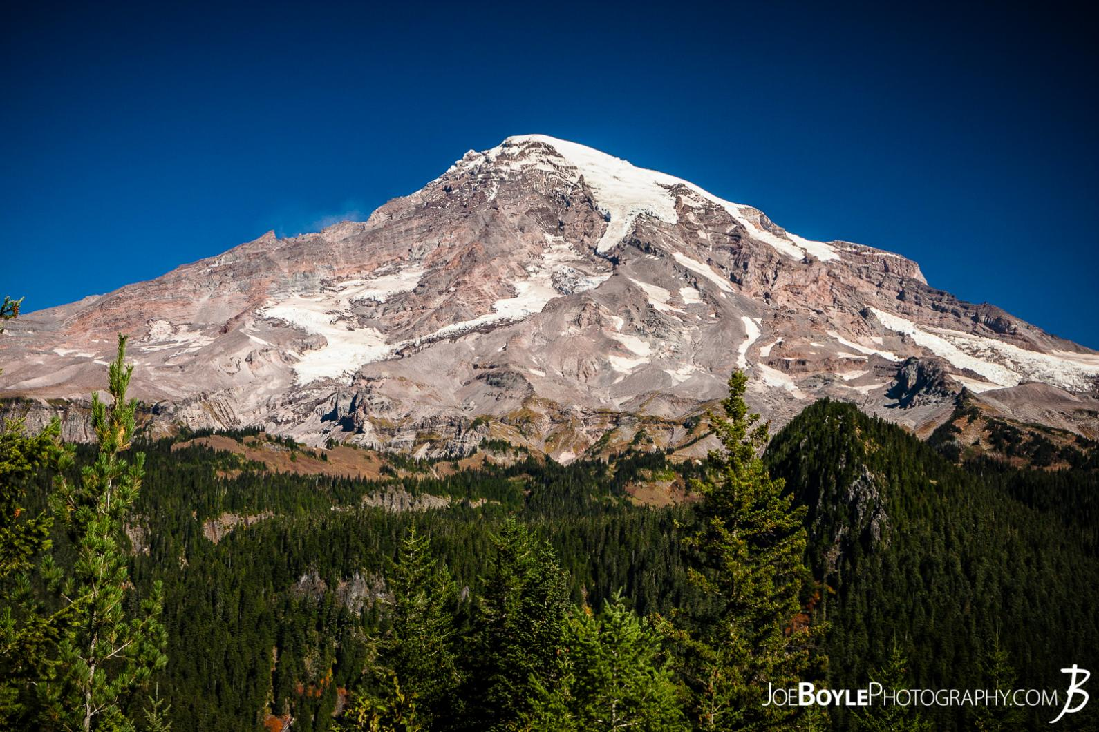mount-rainier-from-a-roadside-vista