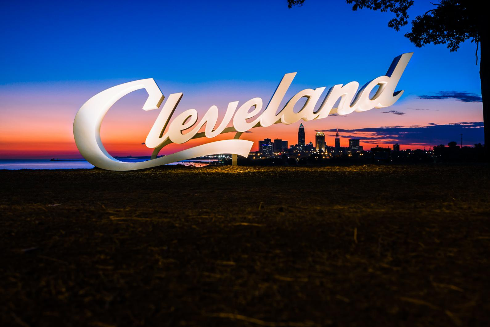 cleveland-sign-during-sunrise-at-edgewater-park-city-beneath-the-sign