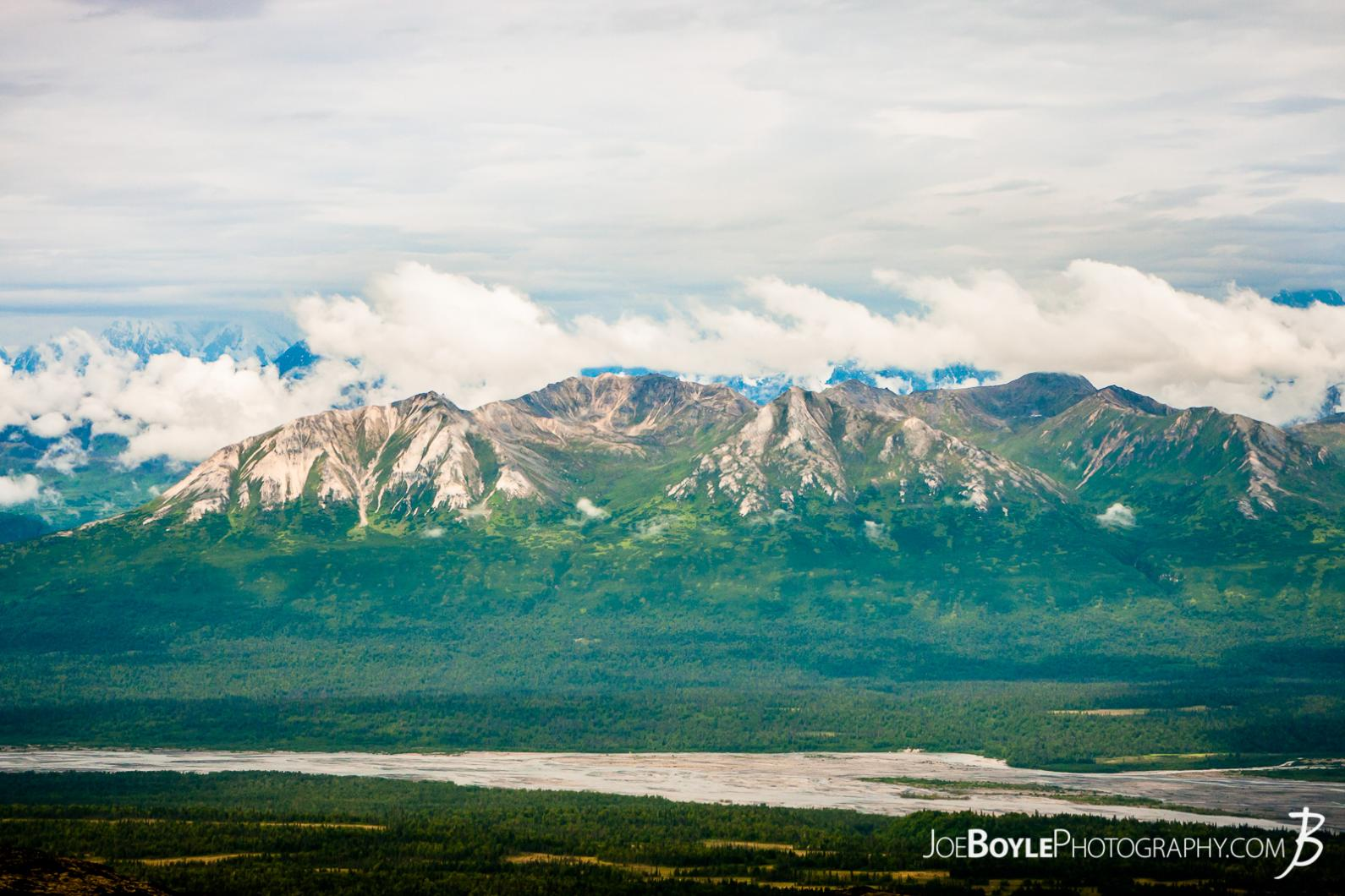 alaska-mountain-range-as-seen-from-kesugi-ridge-trail
