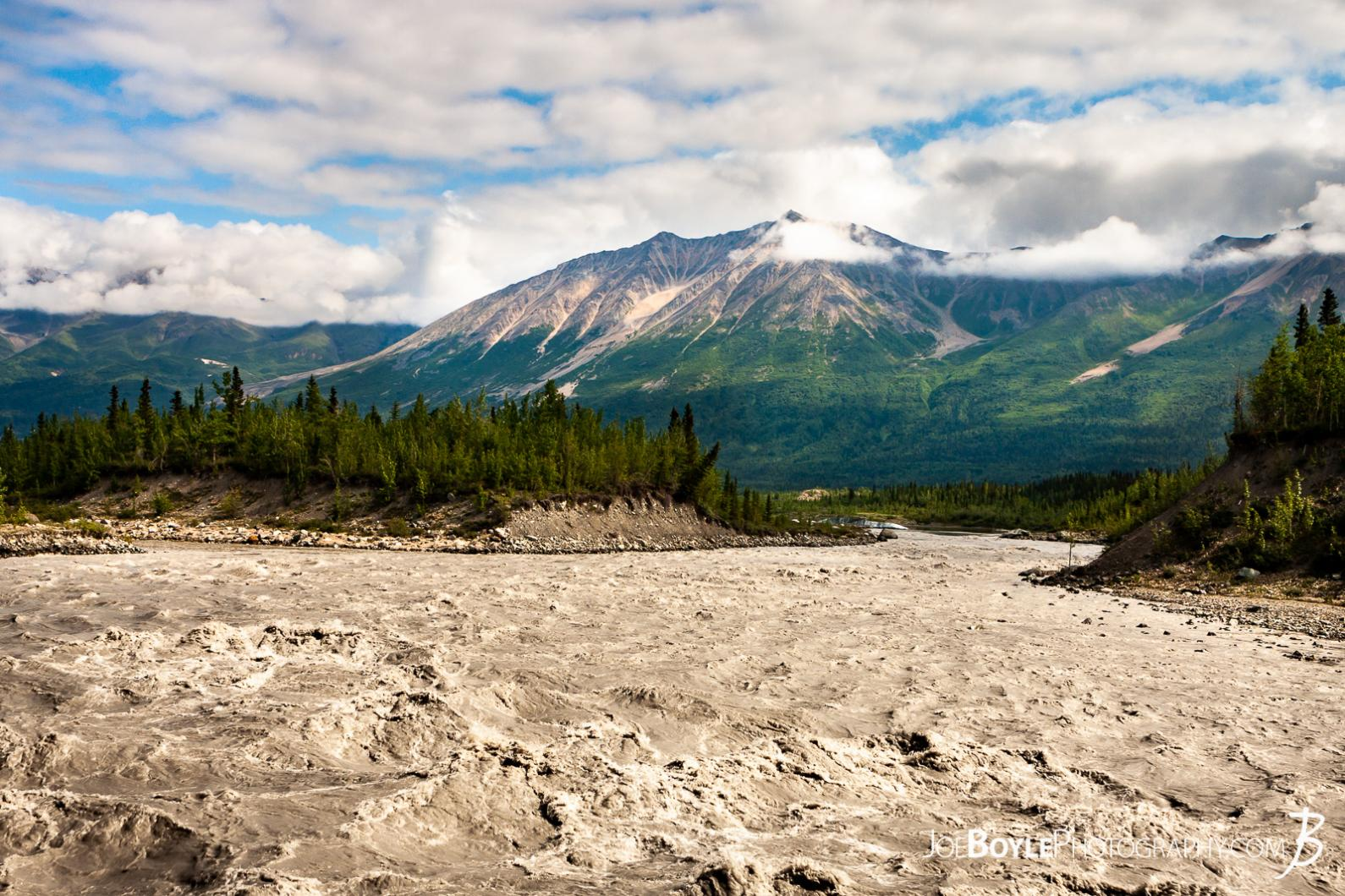 alaskan-mountain-range-and-kennicott-river-end-of-mccarthy-road