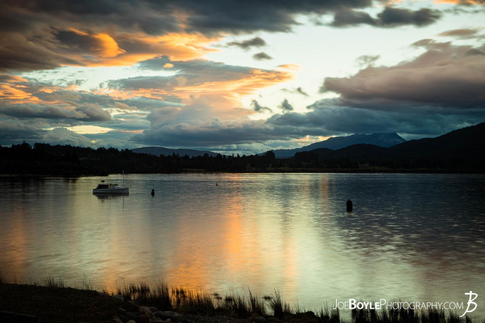 lake-te-anau-at-sunset