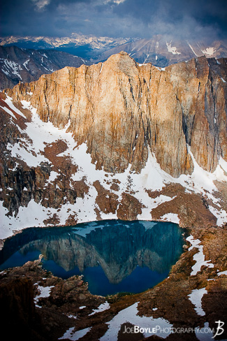 john-muir-trail-jmt-mountain-lake-reflection